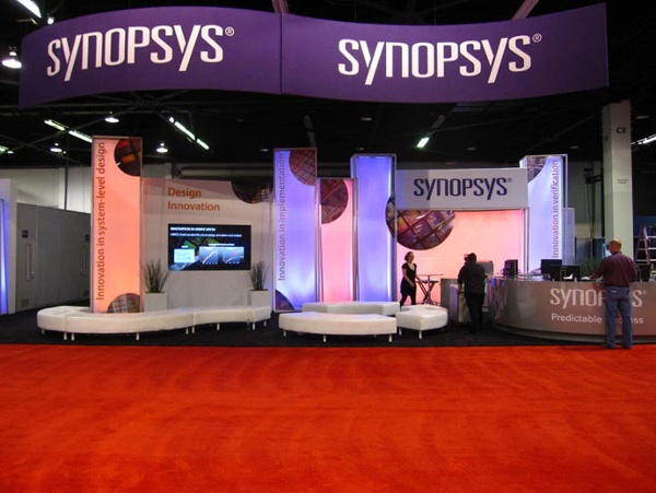 Fabric structures, ready-made, exhibit, graphics, Dynamics, columns, Client: Exhibitgroup/Giltspur