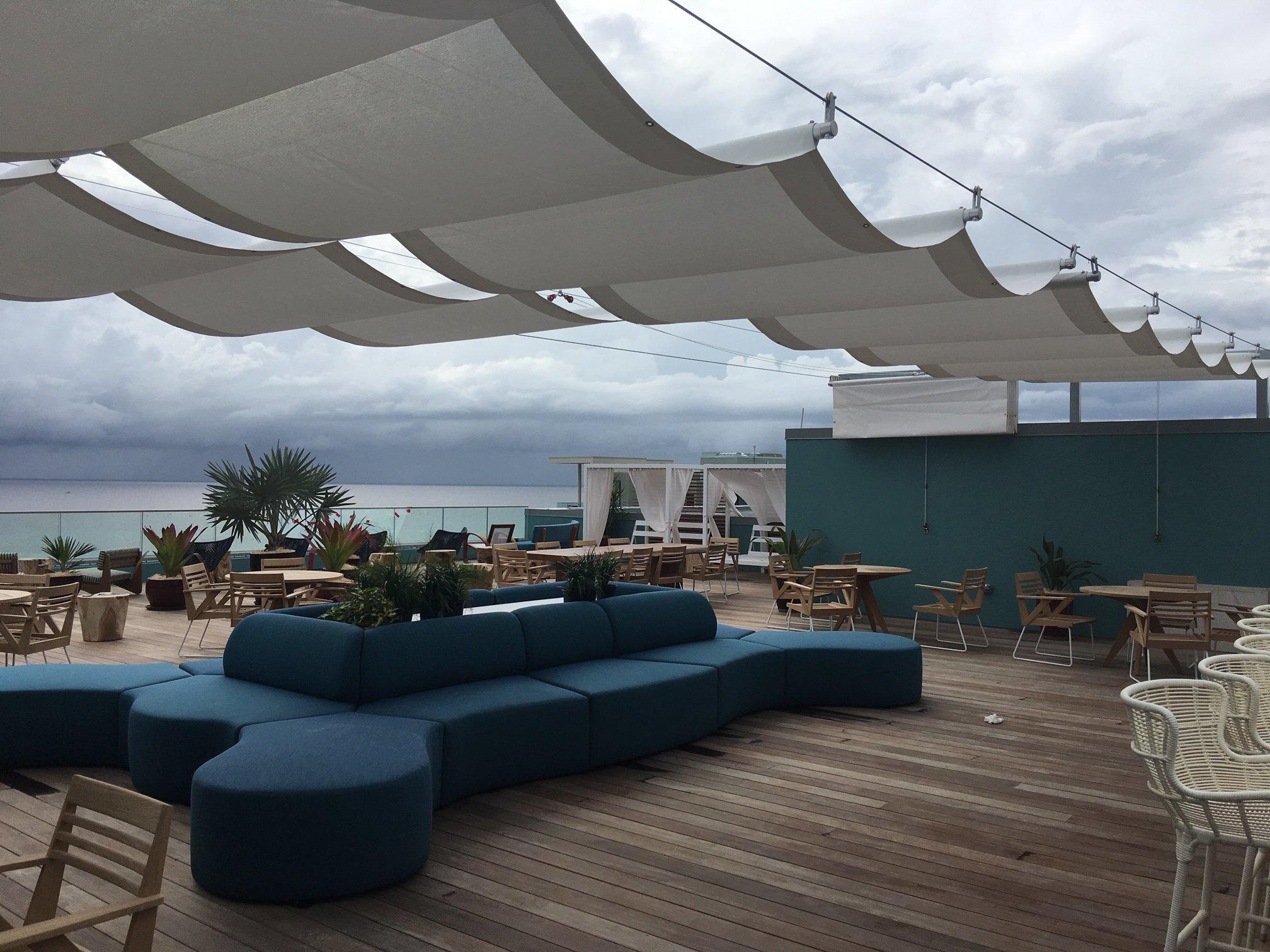 Retractable-roof garden